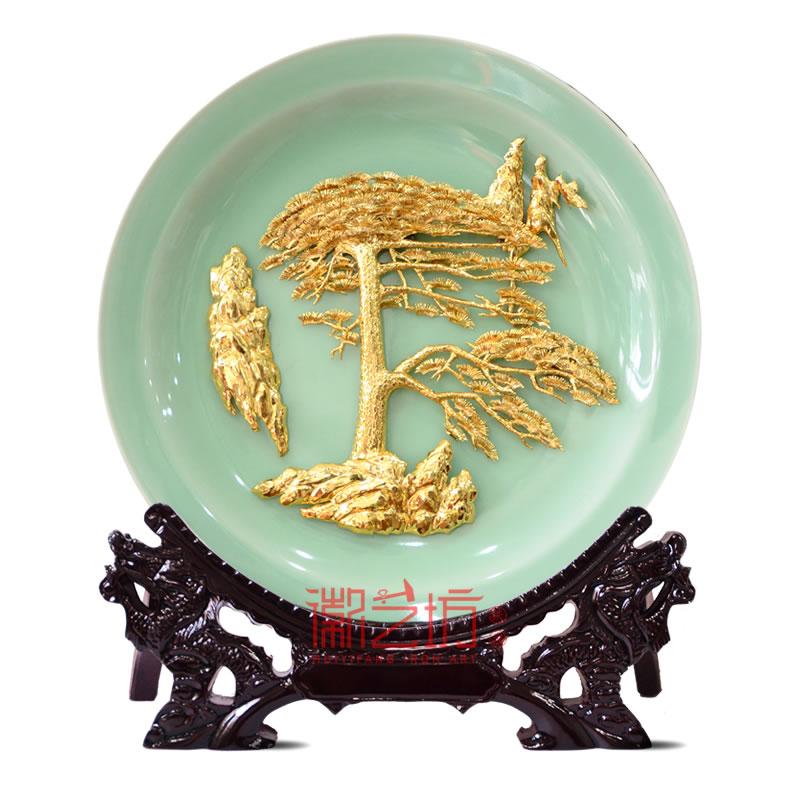 迎客松金画龙泉青瓷摆件 特色商务接待馈赠礼品 国家级非遗艺术