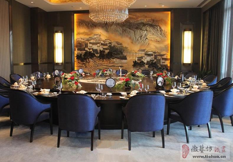 徽艺坊为芜湖万达嘉华酒店原创设计的餐桌瓷板铁画