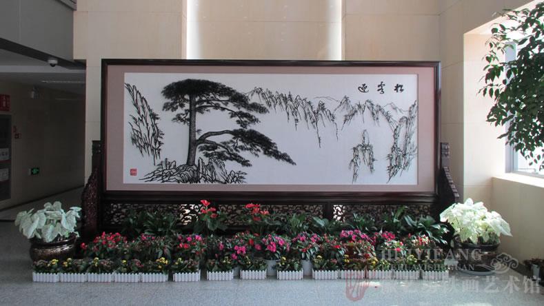 昆明长水国际机场定制的办公楼大厅大型红木迎客松铁画屏风