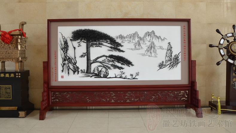 恭贺江苏博汇集团项目投产定制的庆典礼品红木雕花迎客松屏风