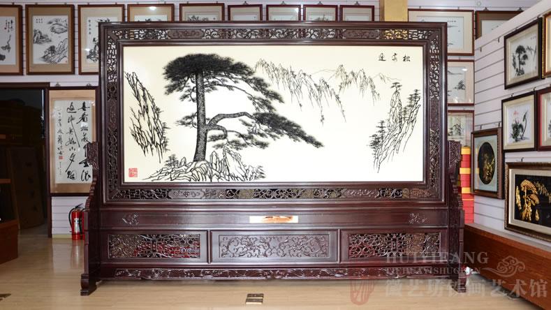 芜湖第十二中学贺北京十二中的礼品铁画雕花屏风《迎客松》